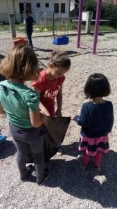 Najmlađi čiste svoje dvorište